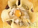 Рецепта Солена палачинка с пълнеж от пилешко месо, гъби и кашкавал в гювече на фурна